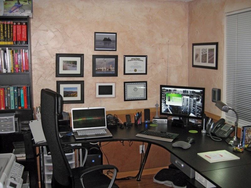 Modern-Office-Design-For-Small-Home-Office-07-complete-800x600